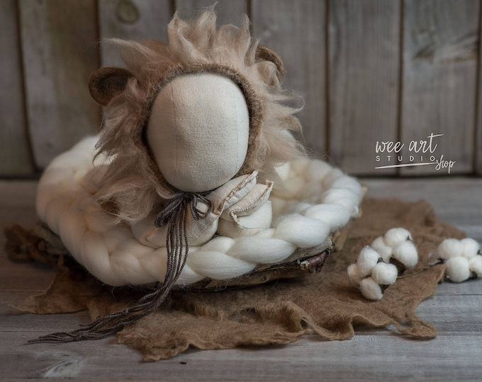 Featured listing image: The lion newborn bonnet