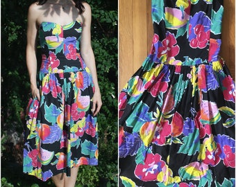 80s Strapless Fruit Print Party Dress // Sweetheart Neckline Bustier Midi Dress w Full Skirt & Pockets sz S / M