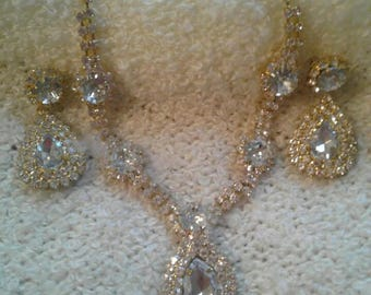 Beautiful Rhinestone Necklace and Earring Set