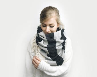 Blanket Scarf, Infinity Scarf, Tassel, Oversized ⨯ The Vallieres REVERSIBLE