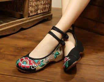 Traditional Chinese embroidery pumps
