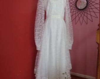 Size 4  Wedding Gown White with lace sleeves