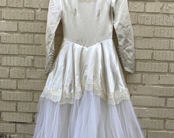 Vintage Wedding Dress. Long Sleeve White Gown. Small. Medium.
