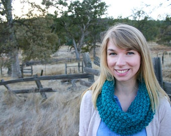 Chunky Knit Cowl: Turquoise
