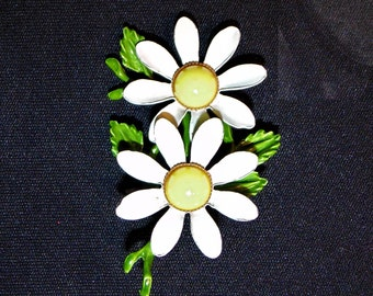"""1960 Vintage MOD Flower Power Double Daisy Enameled 2 1/4"""" Pin Bright"""