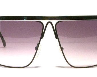Vintage Laura Biagiotti sunglass! Stunning silver brow on black frame. Made in Italy 1980's. Excellent quality and condition! Hip elegance!