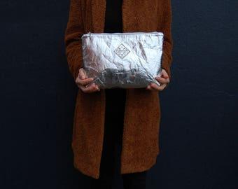Piñatex clutch, cosmetic bag silver, vegan bag, bag Pinatex, pineapple Anam, make up bag, metallic clutch