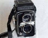 Vintage Yashica-D TLR Medium Format Twin Lens Reflex Camera with Strap by Yashica - 120 Film Produced between 1958 - 1974 (ref: D161009)