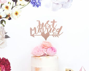 Wedding Cake Topper – Just Married Personalised Cake Topper – Custom Cake Decoration in Rose Gold - Wedding Decor – Quote Cake Topper UK