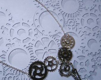 Collier  bronze et argenté engrenages et clé style Steampunk gothique style vintage roues dentées rouages steampunk