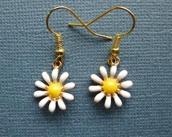 Daisy Flower Earrings - Dangle Earrings - Flower Earrings - Daisy Earrings - Flower Jewelry -- E123