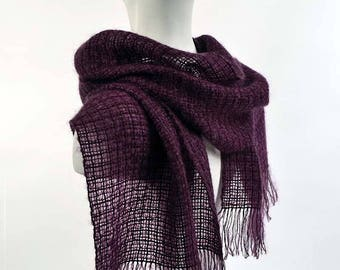 Handwoven scarf in kidmohair and tencel, dark purple. Kidmohair scarf, woven by hand, aubergine color.