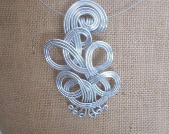 Braided aluminium pendant with wire technique