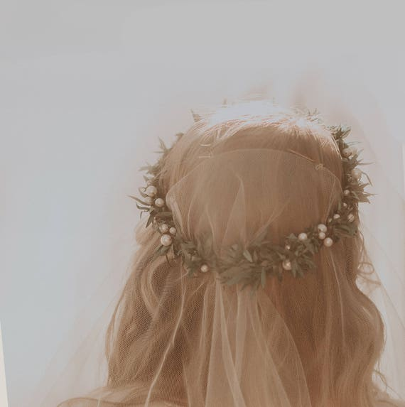 Botanical pearl crown, Pearl bridal circlet, Unique Bridal tiara, Winter wedding head piece, Beaded hair band, Ivory pearl crown