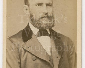 CDV Carte de Visite Photo Young Victorian Handsome Bearded Man Portrait by Female Photographer Mrs. E Higgins Stamford England - Antique