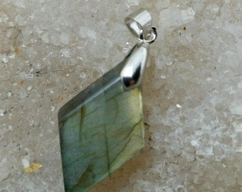 Green yellow LABRADORITE 6.78 grams-diamond pendant