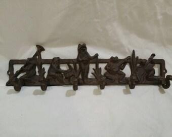 Cast iron frog band coat hook