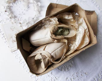 Antique Baby Shoes French White Leather Bottines Boots Original Box