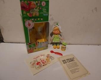 Vintage Strawberry Shortcake Mint Tulip Doll with Her Pet Marsh Mallard Kenner 1980s Complete