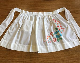 White Floral Half Apron Hand/Home Made Hand Stitched Cross-Stitch Embroidered Flower Pattern Vintage Kitchen Linen/Apron Excellent Condition