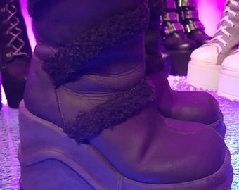 90's Shock platform chunky ankle boots. Black leather with fur. Size 38.
