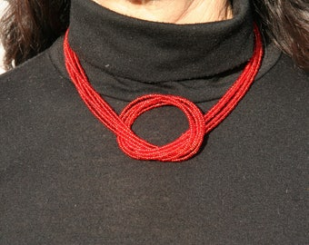 Red short necklace with bow
