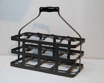 French vintage zinc metal 8 bottle carrier or bottle holder, 1920s. Square bottle slots. Good shape with nice old handle.