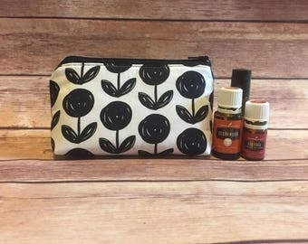 Black flower oil bag, essential oil bag, oil bag, essential oil case, essential oil storage, essential oil case, travel bag, zipper bag,