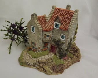 Outlander Culross Hose , Lilliput Lane Figurine