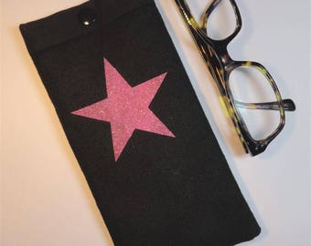 Glasses case in black and pink sequined star