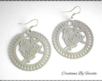 Earring filigree silver with flower on the print pattern