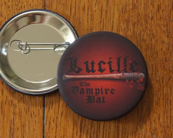 "Badge / Pin ""LUCILLE"" - The Walking Dead - Negan / Jeffrey Dean Morgan"