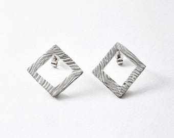 Square textured small stud