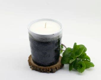 Hand poured soy wax candle - peppermint