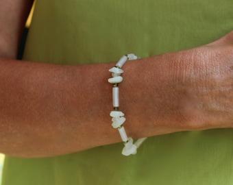 Jade bracelet, light green jade bracelet, jade & Swarovski bracelet, green bracelet, elastic bracelet, stretch bracelet, pale green bracelet