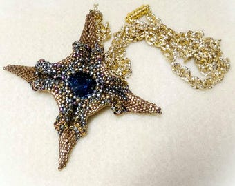 Beaded pendant in Polar Star weave