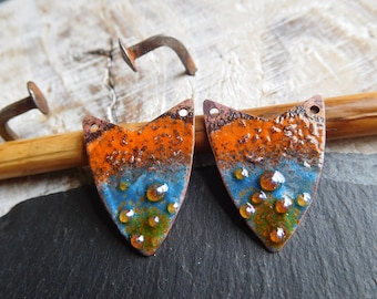 Tribal and rustic, plates copper enamelled, orange and blue, craft creation.