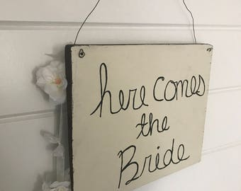 Here Comes The Bride Sign - Just Married Sign - Wooden Just Married Sign - Ringbearer Sign - Rustic Here Comes The Bride Sign