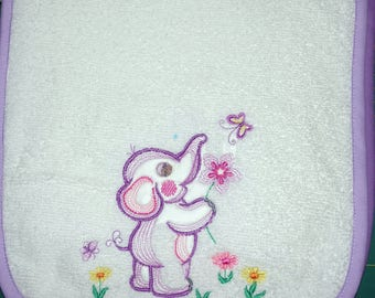 Embroidered child's bib 3