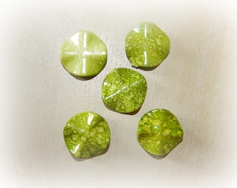 5 beads in the shape of mottled green chips 25 mm