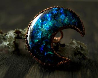 5.5/ Crescent Moon Teal Blue Iridescent Witchy Copper Electroformed Ring