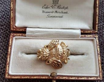 Vintage goldtone bumble bee brooch
