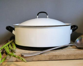Vintage White Casserole Dish, Large Covered White Casserole Dish, French Enameled Roasting Pan, White Enamelware Cooking Pan, FOODIE GIFT,