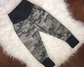 CAMO BABY LEGGINGS; loose fit, french terry, camoflauge