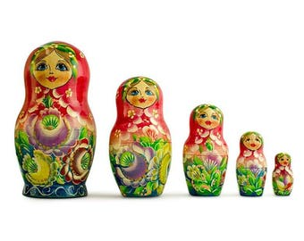 """6"""" Set of 5 Girls in Red and Green Dress Wooden Russian Nesting Dolls"""