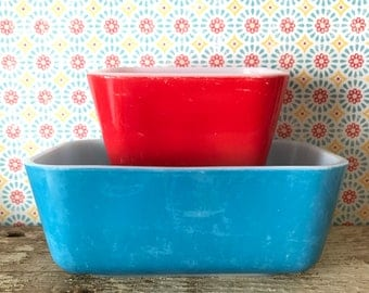 Pyrex Red 0501 & Blue 502-B refrigerator dishes