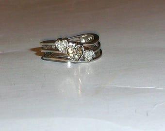10K White Gold Champagne Diamond & White Diamond Round 3-Hearts Split-Shank Band Ring, Size 7, 0.27(TCW), 3.4 Grams, Very Good Condition