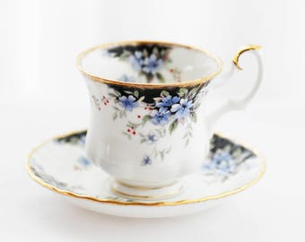 Special Royal Albert England teacup-and-saucer Royal Choice Windsor(Small- Ladies'size) blue flowers/black cartouches/white background