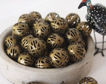 10 Metal Filigree Beads Round Antique Bronze Vintage Style Size 16mm