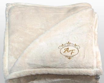 Personalized Multi-use Polar Sofa Bed Travel Fleece Blanket Deluxe - Ref. Dulcelina - Beige